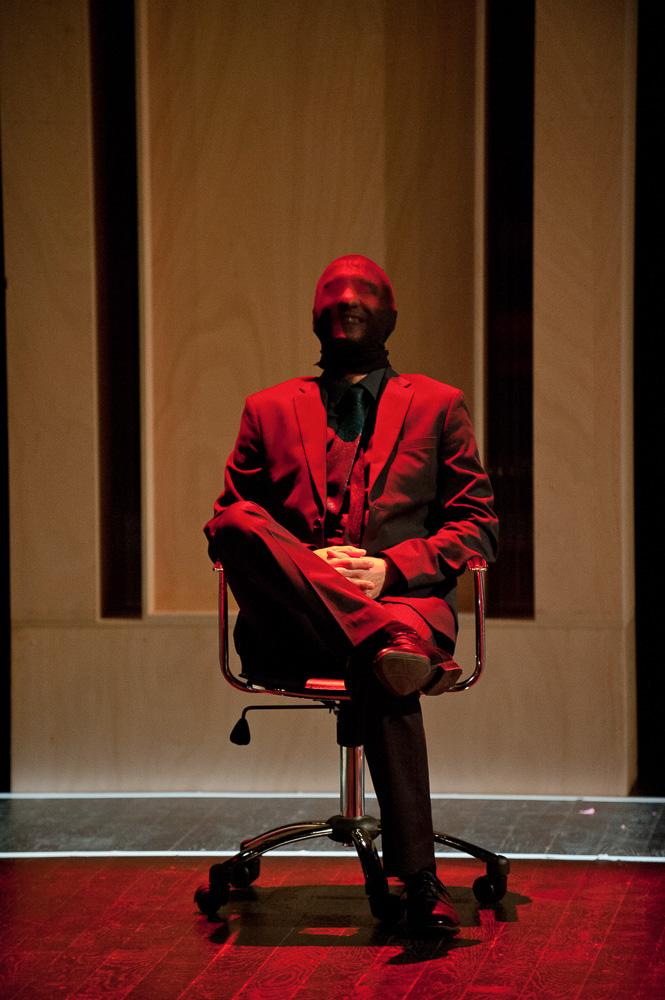 Building, pièce de théâtre contemporain de léonore confino interprétée par la compagnie de l'abreuvoir.