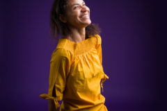 Portrait d'une femme freelance dans l'evenementiel, qui degage beaucoup d'energie