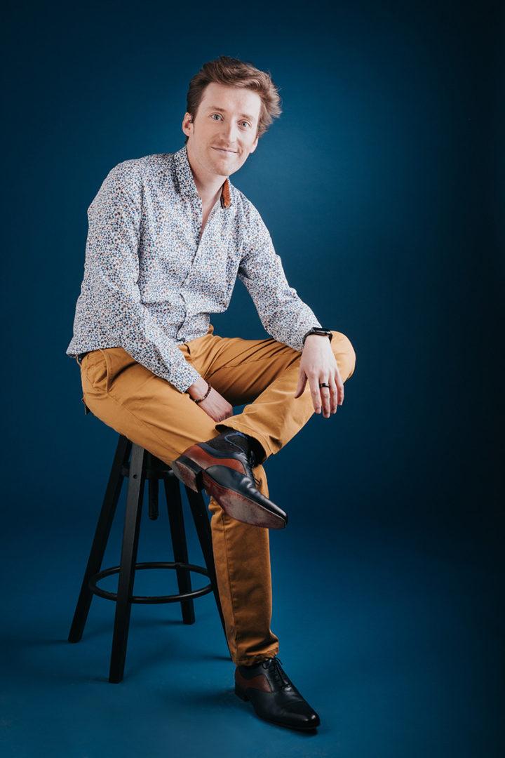 portrait professionnel d'un chef d'entreprise à clermont-ferrand par un photographe professionnel en studio