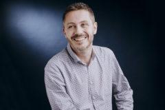 Portrait professionnel authentique et spontane d'un entrepreneur a clermont ferrand, par fanny reynaud photographe professionnel